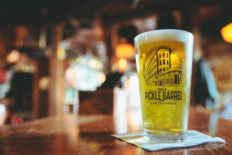 pickle_barrel_pint_glass_full